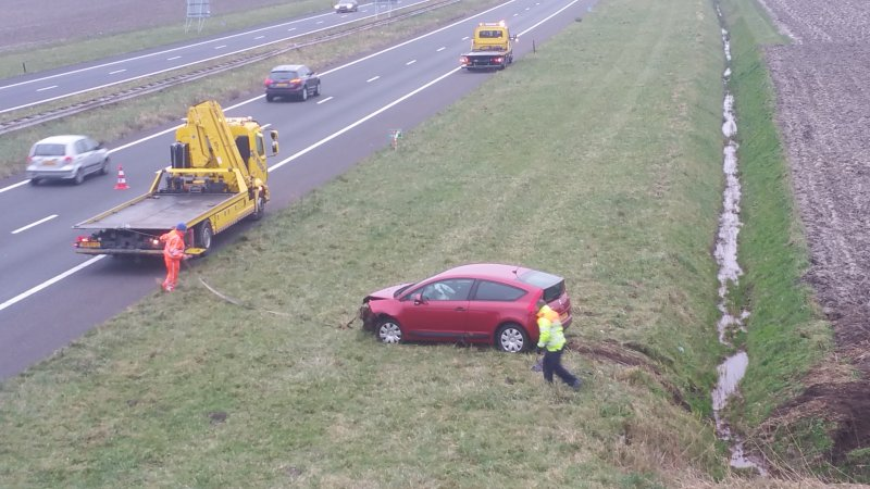 Auto in sloot a58