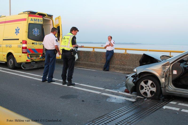 Auto botst op ambulance